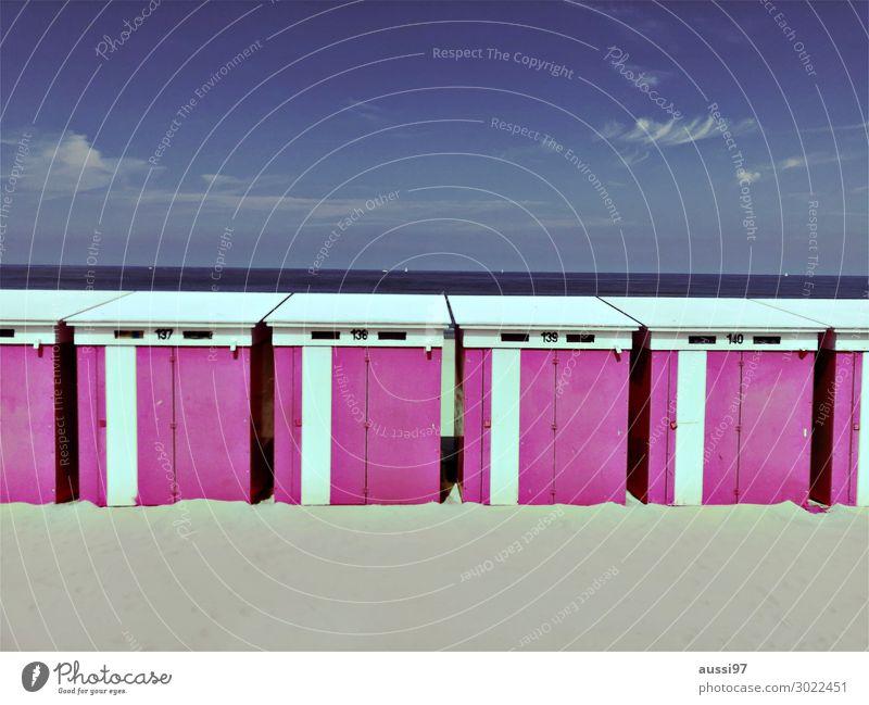 La plage (deux) Freizeit & Hobby Lifestyle Strand Schwimmen & Baden Im Wasser treiben Sonnenbad Meer Ferien & Urlaub & Reisen Umkleideraum Sonnenbrand