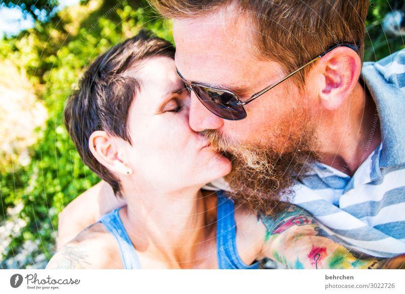 knutschen Mensch Frau Erwachsene Mann Paar Partner Leben Kopf Haare & Frisuren Gesicht Auge Ohr Nase Mund Lippen Bart 2 30-45 Jahre berühren Küssen Lächeln