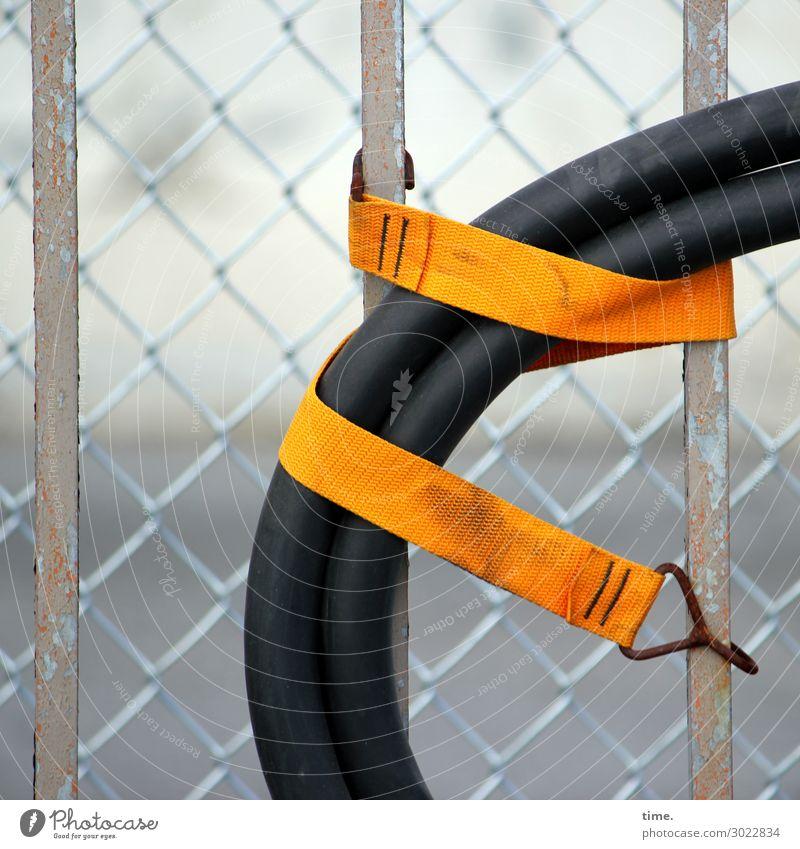 Geschichten vom Zaun (23) New York City Zaunpfahl Maschendraht Schlauch Absicherung Band bandagieren festhalten hängen außergewöhnlich Stadt orange schwarz