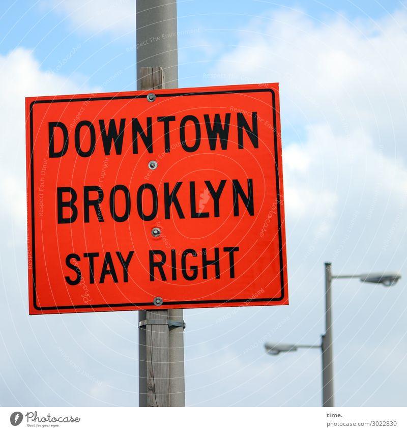 Richtungsentscheidung | on the road again Himmel Wolken Schönes Wetter New York City Brooklyn Stadtzentrum Lampe Verkehr Verkehrswege Verkehrszeichen
