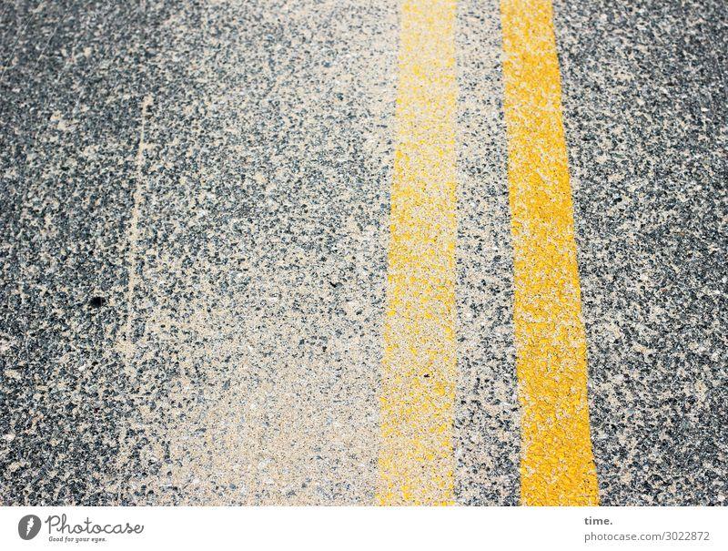Sand im Getriebe | on the road again Straße gelb Wege & Pfade Zusammensein grau Freundschaft Design Linie Verkehr Wind Schutz Sicherheit Streifen Zusammenhalt