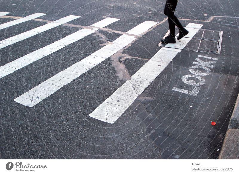 Sehhilfe   on the road again Mensch Stadt dunkel Straße Beine Wege & Pfade Fuß Stein Design gehen Linie Verkehr Schriftzeichen Schilder & Markierungen