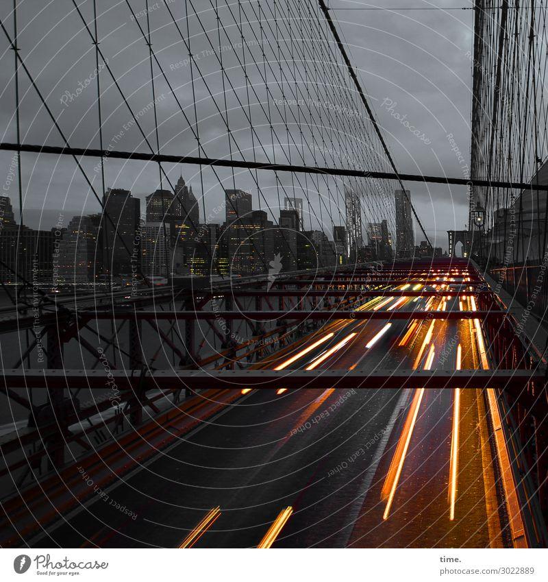 nyc nightlife Himmel Stadt Wolken dunkel Straße Architektur Bewegung außergewöhnlich Stein Horizont Linie Verkehr Hochhaus Perspektive Brücke Geschwindigkeit