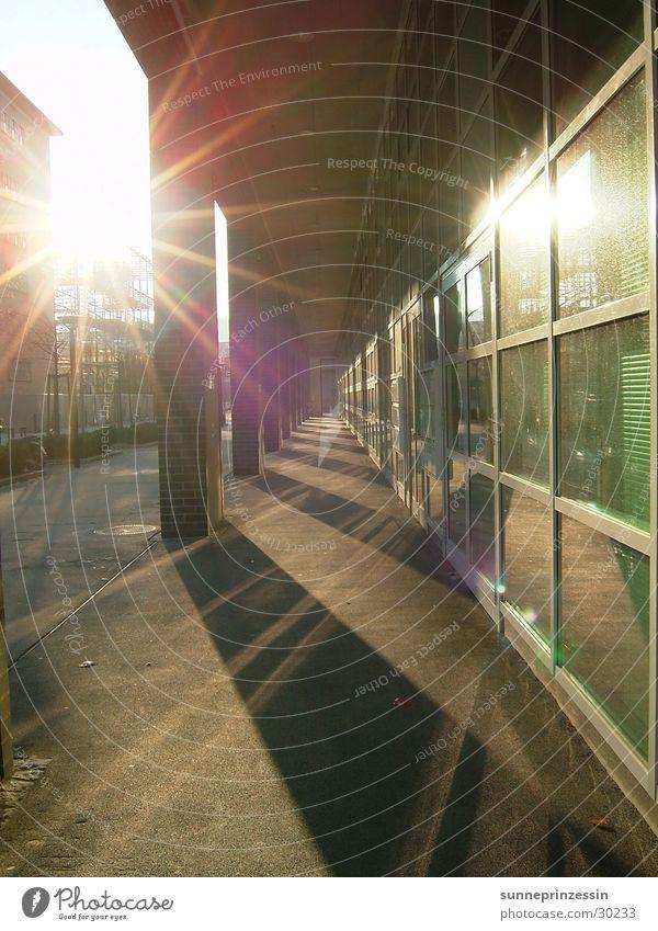 lichtweg Reflexion & Spiegelung Licht Fenster glänzend Architektur Sonne Glas Schatten Gang