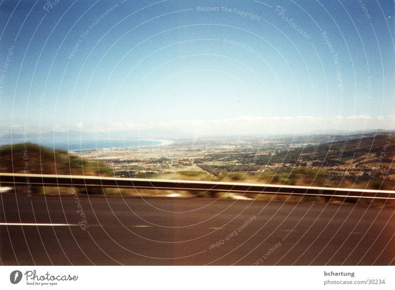 african skies smile ! Leitplanke Geschwindigkeit fahren Ferne Zufriedenheit Bewegung Straße Landschaft Himmel Sonne Dynamik Südafrika road blau