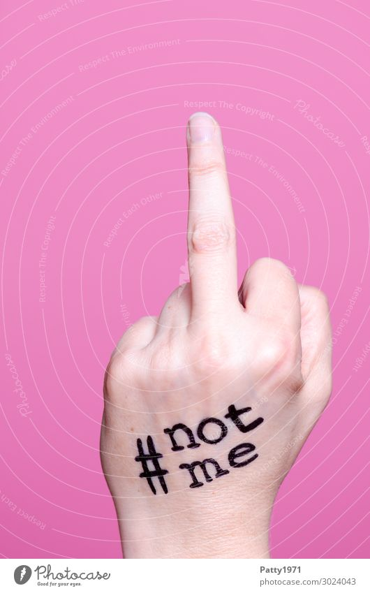 #not me Frau Mensch Jugendliche Junge Frau Hand 18-30 Jahre Erwachsene feminin Gefühle 13-18 Jahre Schriftzeichen Kraft Finger Zeichen Wut Mut