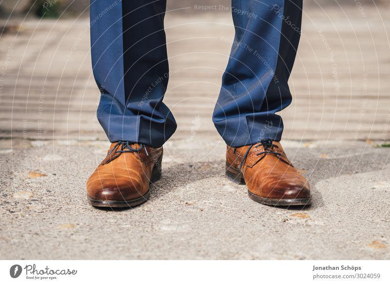 braune Herrenschuhe aus Leder mit Anzughose Lifestyle Reichtum elegant Stil Veranstaltung ausgehen Feste & Feiern Tanzen Hochzeit Taufe Mensch maskulin Fuß 1