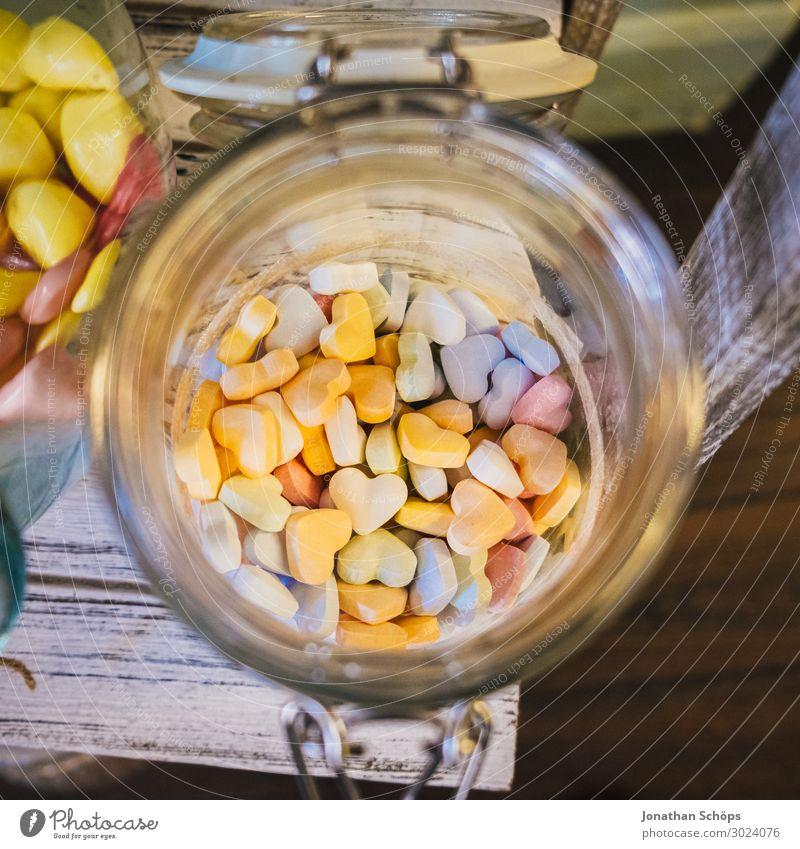 bunte Herzen in einem Glas an einer Candybar Freude Lebensmittel Lifestyle Liebe Glück Feste & Feiern Stil Ernährung süß Fröhlichkeit genießen lecker Hochzeit