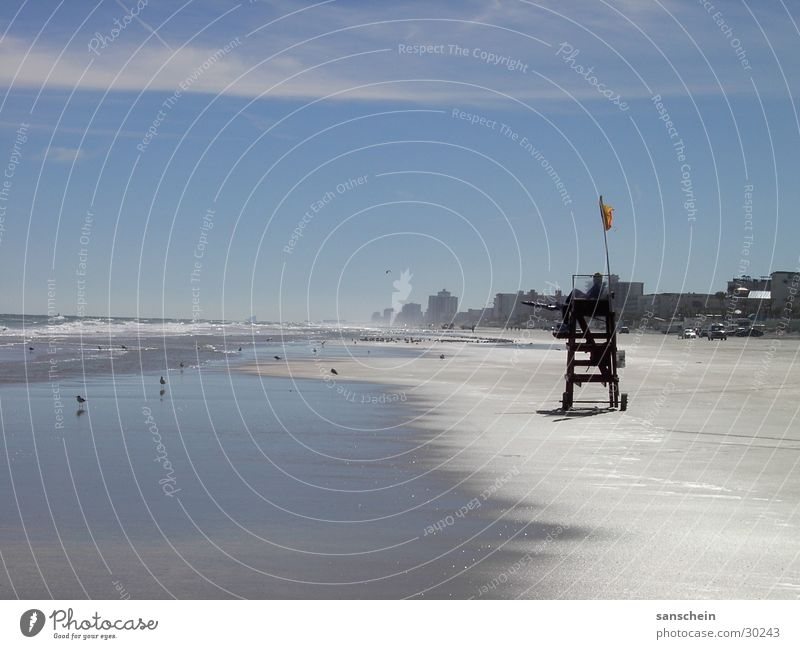 daytona beach 02 Strand Meer Sommer Amerika Nordamerika Fernweh Florida USA Sand Himmel blau Sandstrand Küste Strandposten Rettungsschwimmer Kontrolle