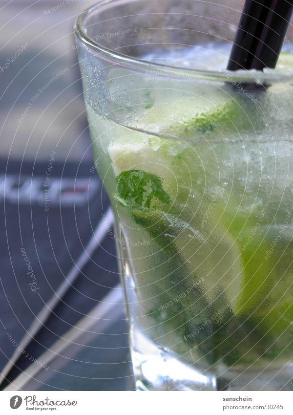 mojito Mojito Cocktail Getränk Eiswürfel Minze Rum Mineralwasser Alkohol Halm Limone rohrzucker