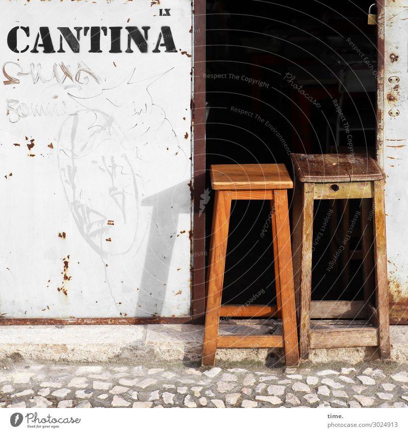 Siesta Stuhl Küche Kneipe Restaurant Kantine ausgehen Essen Arbeitsplatz Wirtschaft Dienstleistungsgewerbe Lissabon Mauer Wand Eingang Straße Straßenbelag