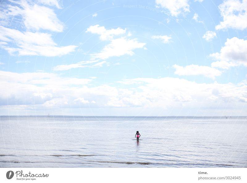 luftig | Himmel über weiter See Mensch Wasser Wolken Mädchen Strand Leben Umwelt kalt feminin Küste Freiheit Schwimmen & Baden Stimmung Horizont stehen