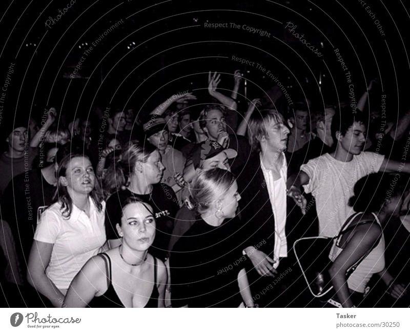 Ring di Alarm Hiphop Reggae Hand Party Menschengruppe Crowd Dancing