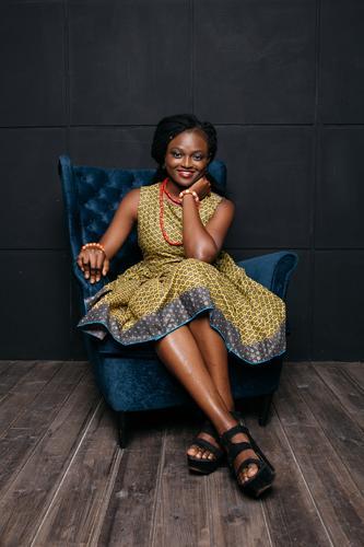 süßes afrikanisches Mädchen in einem Kleid Lifestyle kaufen Reichtum elegant schön Wellness Feste & Feiern Mensch feminin Junge Frau Jugendliche 1 18-30 Jahre