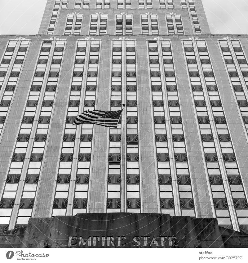 flag Stadt Hochhaus Fassade Berühmte Bauten Wahrzeichen Empire State Building Stars and Stripes Schriftzeichen graphisch minimalistisch ästhetisch USA