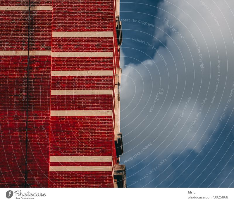 Himmlische Fassade Stadt Hauptstadt Stadtzentrum Hochhaus Bauwerk Gebäude Architektur Mauer Wand dreckig retro blau rot weiß standhaft Genauigkeit Ferne Zeit