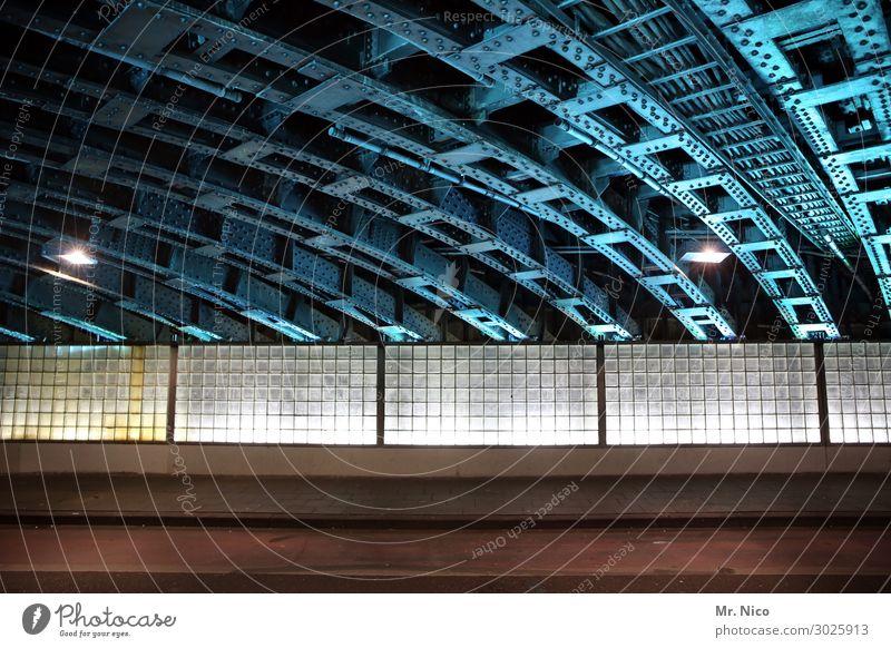 downtown Stadt Tunnel Bauwerk Architektur Mauer Wand Fassade Verkehrswege Wege & Pfade blau Unterführung Glasbaustein Bürgersteig Stahl Stahlträger Konstruktion