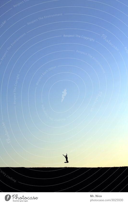 hopsasa trallala feminin Jugendliche 1 Mensch 13-18 Jahre Wolkenloser Himmel Schönes Wetter springen blau Freude Glück Fröhlichkeit Zufriedenheit Lebensfreude
