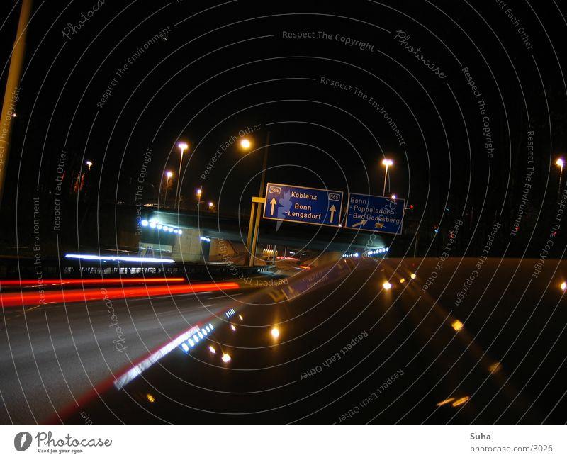 Die Panne II Autobahn Nacht Seitenstreifen Verkehr Autopanne PKW Licht abschleppen Lichtstreifen