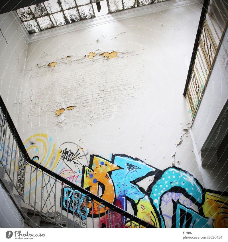 Ein Kessel Buntes Fenster Architektur Graffiti Wand Mauer Treppe Schriftzeichen Kreativität Perspektive Vergänglichkeit kaputt hoch historisch