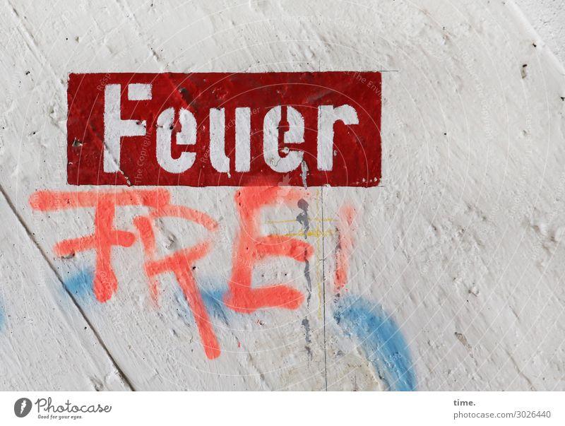 Raucherecke | Geschriebenes Stadt Graffiti Wand Mauer Stein Design frei Schriftzeichen Schilder & Markierungen Hinweisschild Feuer Beton Überraschung Irritation