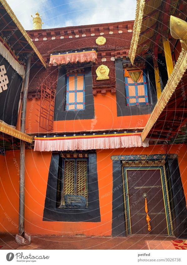 Tempelhaus Haus Architektur Fassade Fenster Tür Sehenswürdigkeit Gold exotisch braun orange Religion & Glaube Farbfoto Außenaufnahme Menschenleer