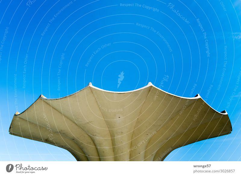 luftig | Dachkonstrucktion Himmel alt blau Stadt Architektur Deutschland modern Europa historisch Beton Wolkenloser Himmel Blauer Himmel Stadtrand Betonplatte
