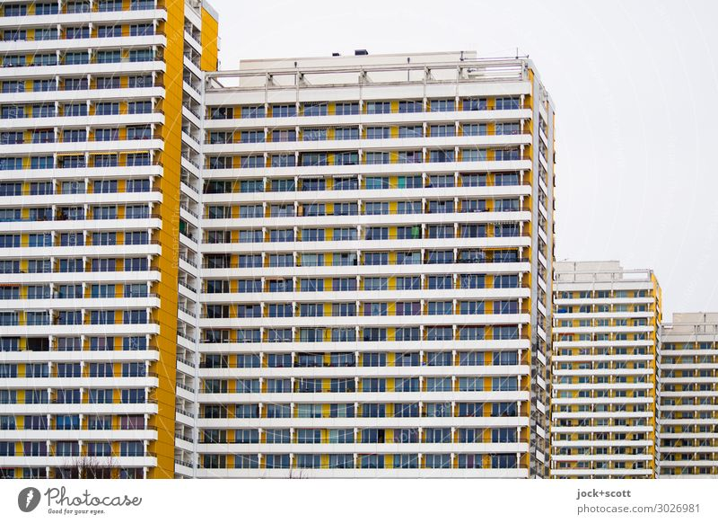 platt & hoch Himmel Stadt Fassade retro viele Plattenbau Marzahn Funktionalismus