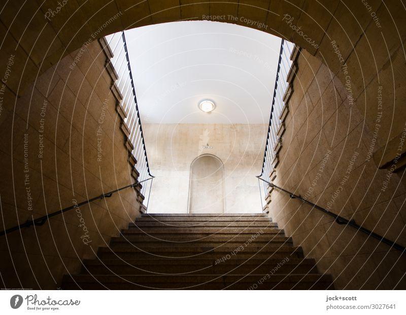 Stufe für Stufe Sightseeing Neoklassizismus Tiergarten Wand Treppe Tunnel Treppengeländer authentisch eckig historisch braun Stimmung Verschwiegenheit ruhig