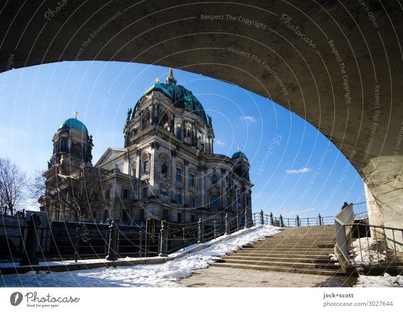 Berliner Dom Architektur Neobarock Neorenaissance Winter Schönes Wetter Schnee Berlin-Mitte Brücke Treppe Uferpromenade Sehenswürdigkeit