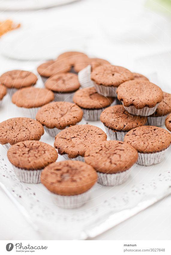 cupcakes Gesundheit Lebensmittel Lifestyle Feste & Feiern Häusliches Leben Ernährung süß frisch Geburtstag genießen authentisch einfach lecker Küche Hochzeit
