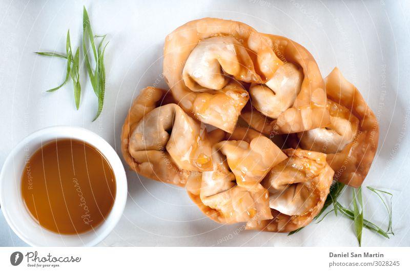 Gefüllte Wantan, traditionelle chinesische Küche Lebensmittel Fleisch Wurstwaren Fisch Meeresfrüchte Gemüse Ernährung Essen Abendessen Festessen