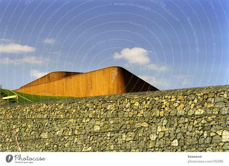 rost Himmel blau Wolken Wand Berge u. Gebirge Stein Metall Rasen Rost