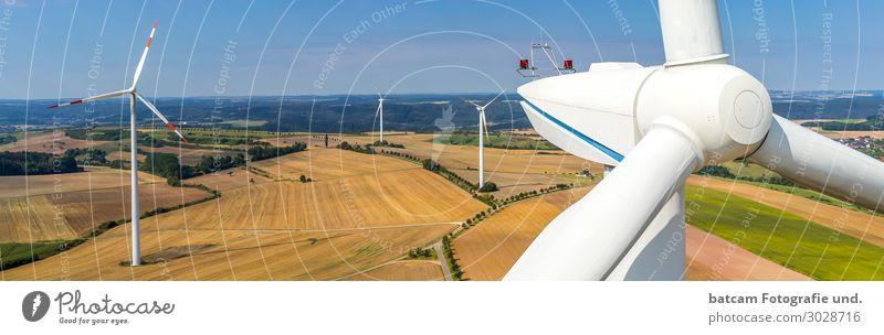 Panorama von einem Windpark und Nahaufnahme Technik & Technologie Energiewirtschaft Erneuerbare Energie Windkraftanlage Umwelt Landschaft Himmel Sommer Herbst