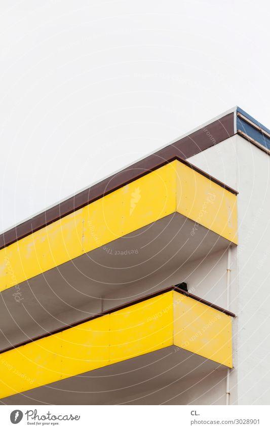 südbalkon Himmel Menschenleer Haus Hochhaus Gebäude Architektur Mauer Wand Fassade Balkon ästhetisch eckig gelb Farbfoto Außenaufnahme Textfreiraum oben Tag