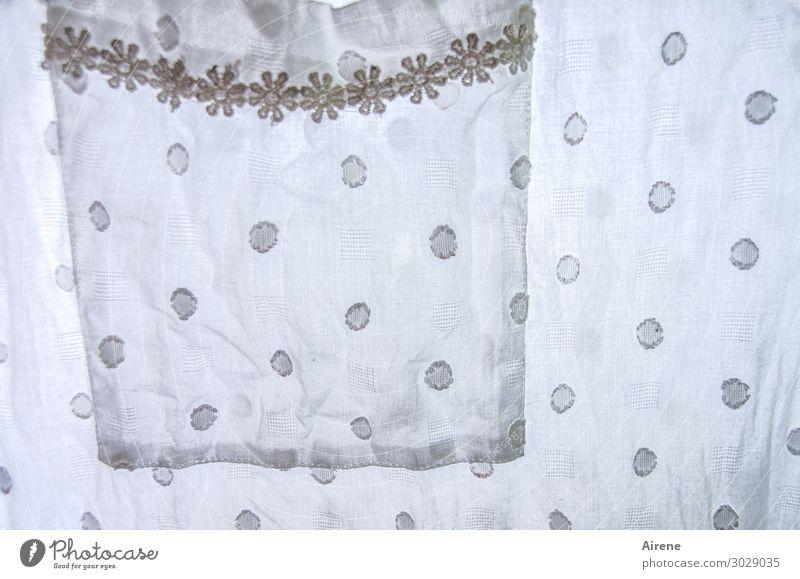 für heiße Nächte Rock Kleid Stoff Nachthemd Baumwolle Ornament Borte Blumenmuster Punkt schön niedlich retro weiß Romantik Nostalgie Tradition zart zierlich