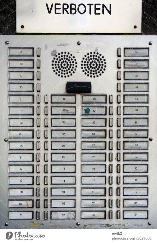 Datenschutz Wien Hauptstadt Stadtzentrum bevölkert überbevölkert Namensschild Metall Kunststoff Schriftzeichen Ziffern & Zahlen Hinweisschild Warnschild viele