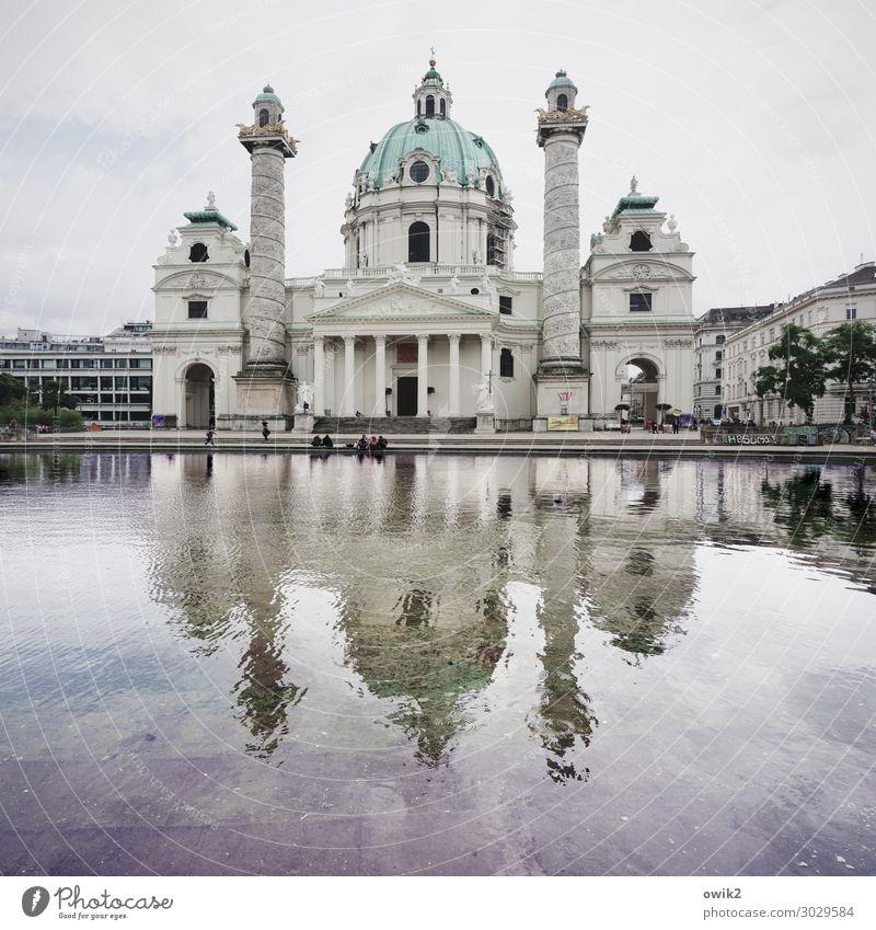 Taj Mahal Wasser Wien Hauptstadt Stadtzentrum Kirche Dom Turm Bauwerk Sehenswürdigkeit Wahrzeichen groß hoch Religion & Glaube Kuppeldach Barock Portal