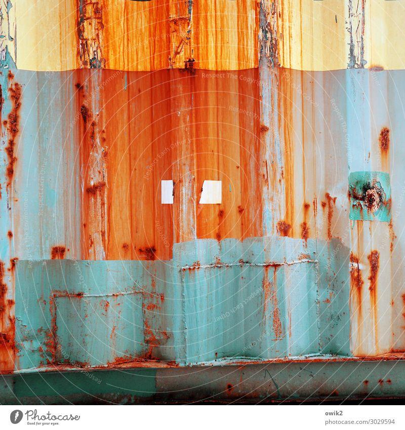 Rostbraten Wellblech Wellblechwand Container Metall alt trashig blau gelb orange rot türkis Verfall Vergangenheit Vergänglichkeit abrissreif Schliere Verlauf