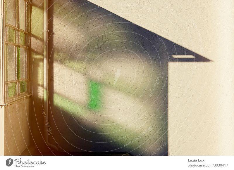 grünes Licht Haus Bauwerk Architektur Mauer Wand Tür Dachrinne gelb Außenaufnahme Menschenleer Textfreiraum rechts Tag Schwache Tiefenschärfe