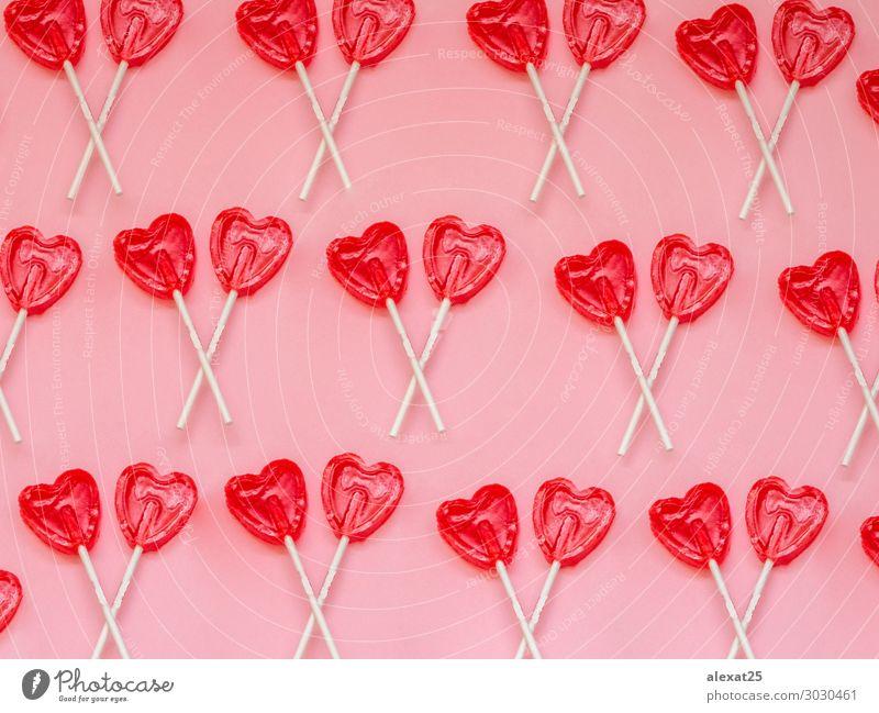 Zwei rote Herzen Lollipop-Muster auf rosa Hintergrund Dessert Freude Valentinstag Kunst Liebe hell lecker weiß Romantik Farbe Bonbon farbenfroh Entwurf