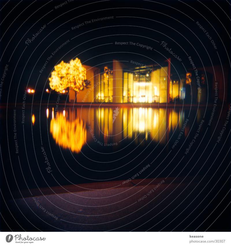 tataaa Autostadt Museum Hotel Reflexion & Spiegelung Licht Fabrik Langzeitbelichtung pavillion Wasser kerzen. feuer www.keasone.de