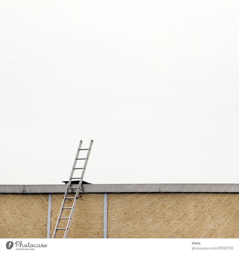 luftig | stairway to anywhere Arbeit & Erwerbstätigkeit Arbeitsplatz Baustelle Handwerk Mauer Wand Fassade Dach Leiter oben Neugier Überraschung Einsamkeit