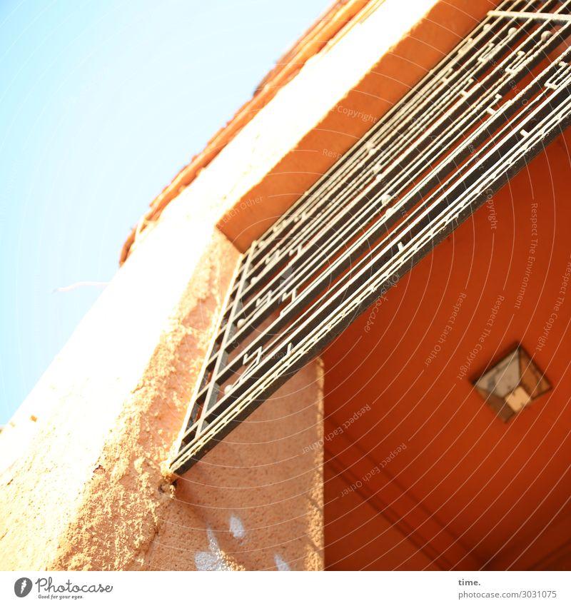 Fassade, eigenwillig | AST 10 Himmel Stadt Haus Architektur gelb Wand Gebäude Zeit Mauer Stein orange Design Dekoration & Verzierung Kraft Fröhlichkeit