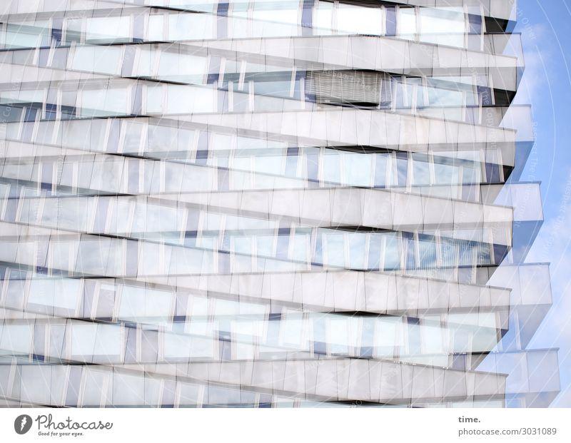 luftig | verschachtelt Häusliches Leben Wohnung Himmel Schönes Wetter Chemnitz Haus Hochhaus Architektur Mauer Wand Fassade Balkon Fenster Doppelbelichtung
