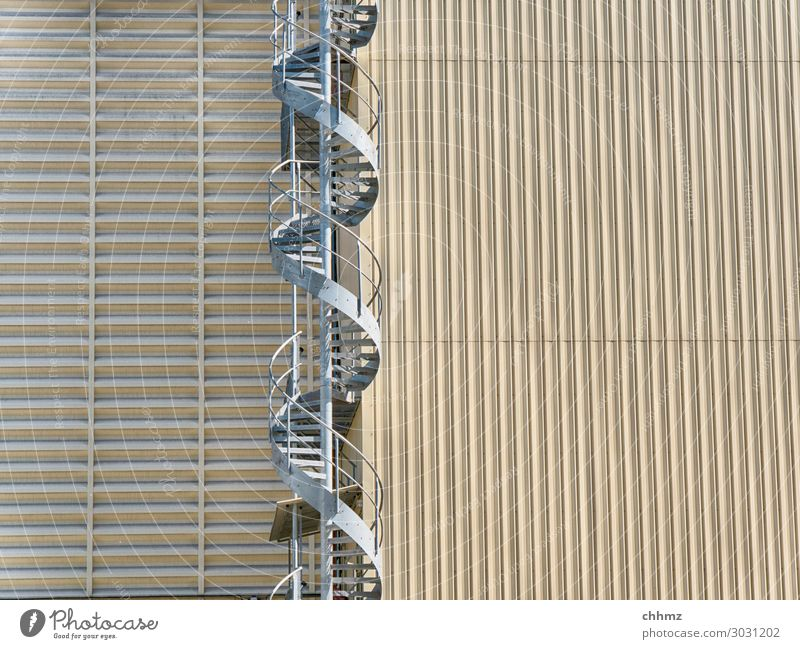 Wendeltreppe Silo Treppe Architektur Geländer Fassade spindeltreppe vertikal hoch Stahl aufwärts Metall Gebäude Außenaufnahme Strukturen & Formen beige abwärts