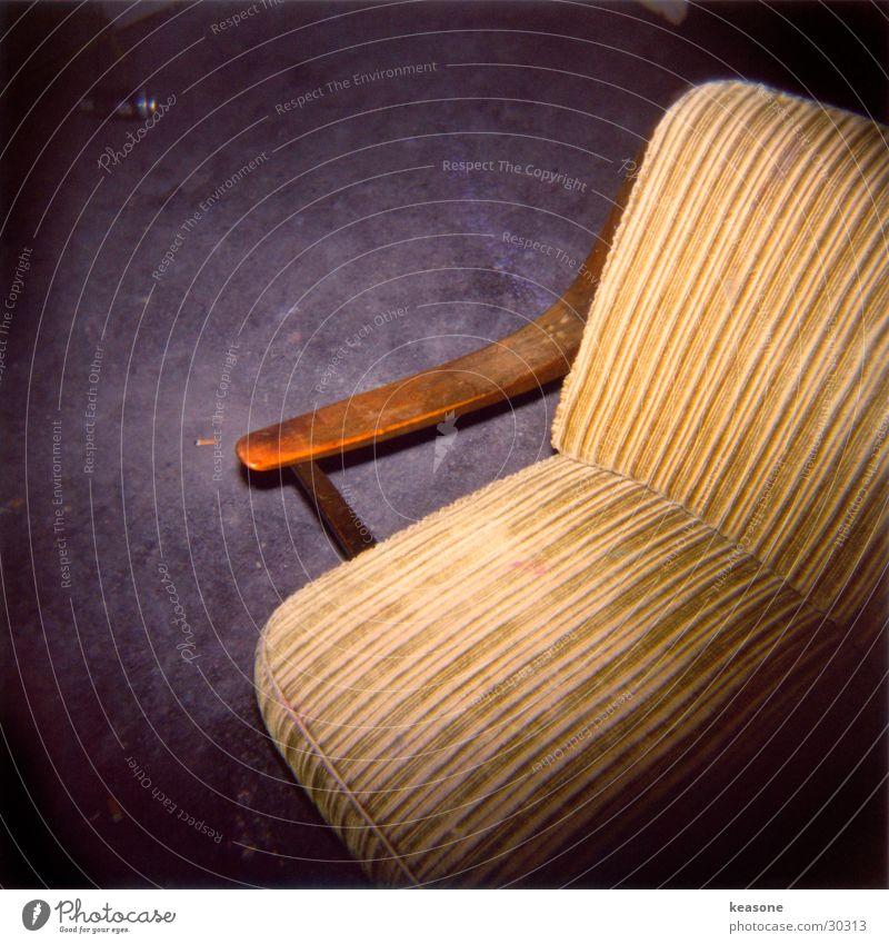 sit down man Erholung Holz Stuhl Möbel gemütlich Sessel Polster Fototechnik Hocker