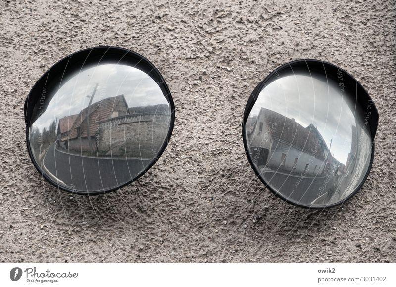 Rundreise Himmel Wolken Haus Mauer Wand Fassade Verkehr Straße Spiegel groß rund Verantwortung achtsam Wachsamkeit Verlässlichkeit Vorsicht Sicherheit