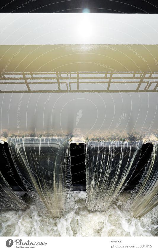 Grundwehrdienst Wasser Sonne Bauwerk Brücke Kanal Staustufe Flußwehr Geländer Beton Metall nass Schutz Sicherheit fließen Gischt Abfluss Wasserstrahl Reinigen