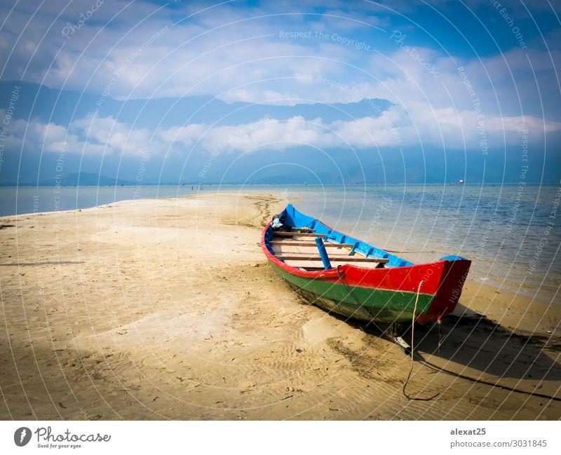 Buntes Boot im Sand schön Ferien & Urlaub & Reisen Tourismus Sommer Sonne Strand Meer Berge u. Gebirge Natur Landschaft Himmel Küste See Wasserfahrzeug blau